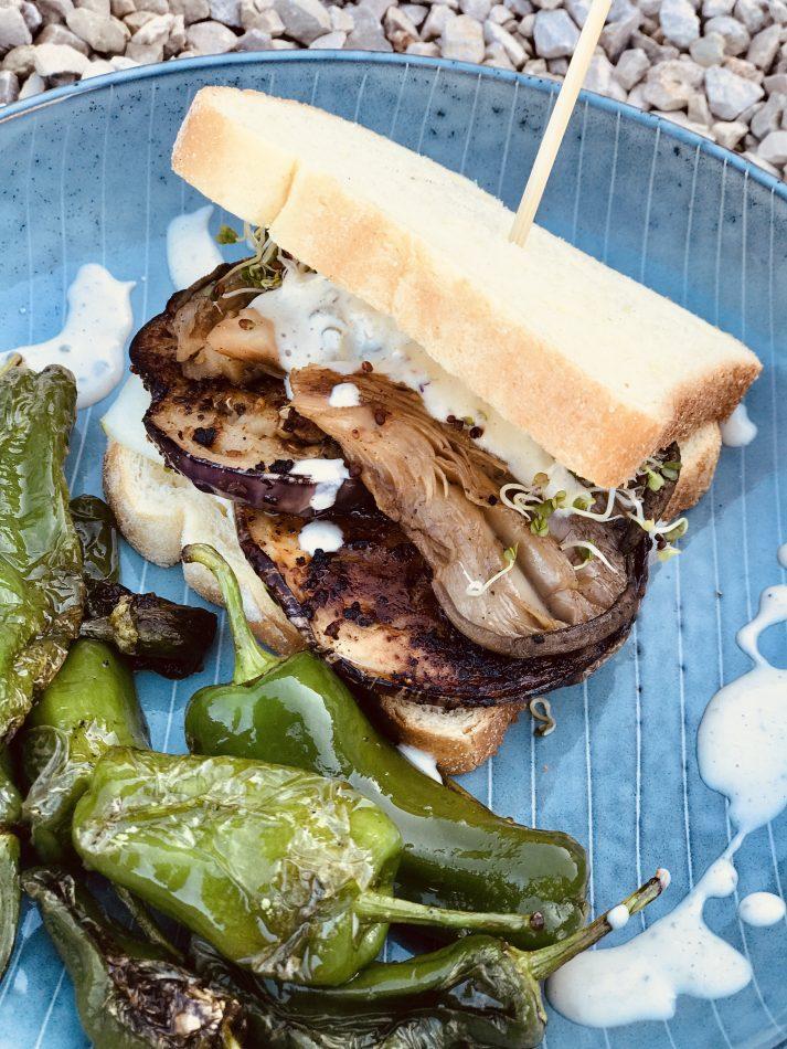 veganes Sandwich mit Pilzen und veganer Mayonnaise - leckerer Campingsnack - gesund und deftig lecker